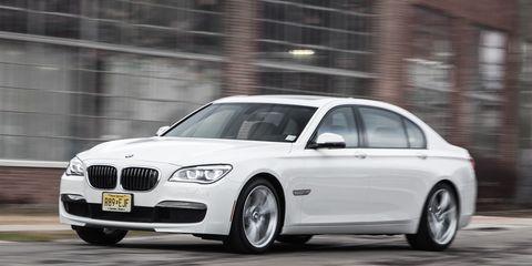 Tire, Automotive design, Mode of transport, Automotive tire, Vehicle, Rim, Alloy wheel, Car, Hood, Spoke,
