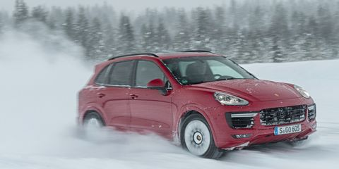 Tire, Wheel, Winter, Automotive design, Automotive tire, Vehicle, Automotive mirror, Land vehicle, Freezing, Car,