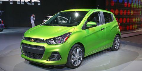 Tire, Motor vehicle, Wheel, Automotive design, Vehicle, Land vehicle, Car, Headlamp, Automotive tire, Hatchback,
