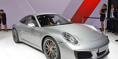 Wheel, Tire, Automotive design, Vehicle, Car, Alloy wheel, Dress, Personal luxury car, Performance car, Fender,