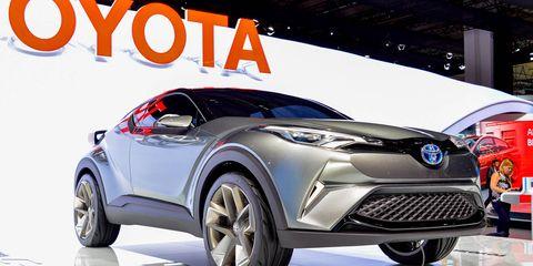 Motor vehicle, Tire, Automotive design, Product, Vehicle, Event, Car, Automotive lighting, Headlamp, Automotive wheel system,