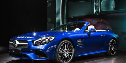 2017 Mercedes Benz Sl Debuts With New Look