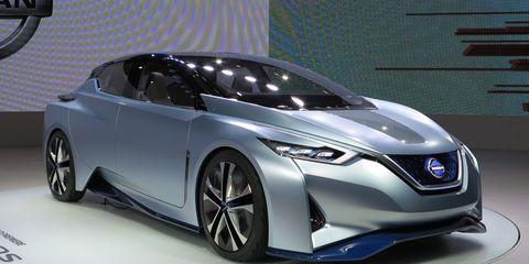 Mode of transport, Automotive design, Vehicle, Land vehicle, Car, Automotive lighting, Personal luxury car, Fender, Alloy wheel, Rim,