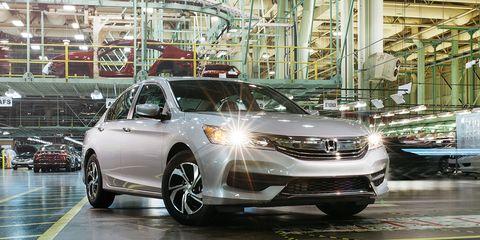 Motor vehicle, Vehicle, Automotive design, Car, Glass, Headlamp, Automotive lighting, Technology, Grille, Automotive mirror,