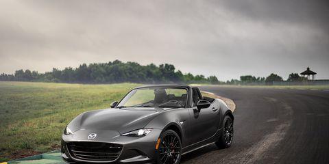 Tire, Wheel, Mode of transport, Automotive design, Vehicle, Rim, Car, Automotive mirror, Performance car, Alloy wheel,