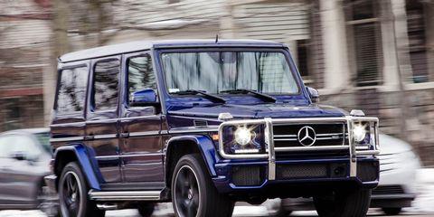 Tire, Motor vehicle, Wheel, Mode of transport, Automotive design, Automotive tire, Vehicle, Transport, Land vehicle, Automotive parking light,