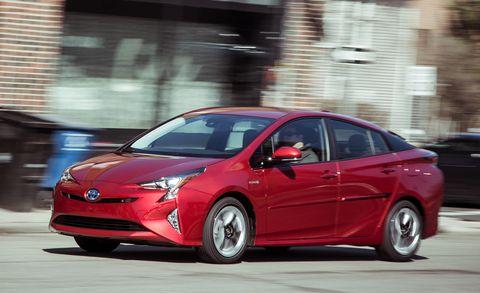 Tire, Wheel, Motor vehicle, Mode of transport, Automotive design, Automotive mirror, Vehicle, Land vehicle, Transport, Car,