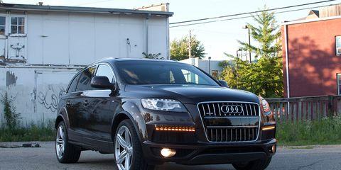 Motor vehicle, Tire, Automotive design, Road, Vehicle, Transport, Vehicle registration plate, Alloy wheel, Headlamp, Infrastructure,