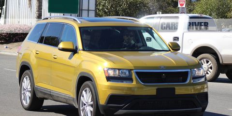 Tire, Motor vehicle, Wheel, Automotive tire, Vehicle, Yellow, Land vehicle, Transport, Automotive design, Automotive parking light,