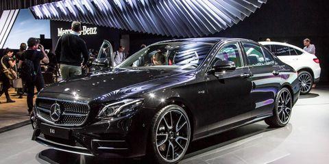 Tire, Wheel, Automotive design, Vehicle, Land vehicle, Car, Mercedes-benz, Personal luxury car, Luxury vehicle, Grille,
