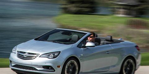 Tire, Wheel, Automotive design, Mode of transport, Vehicle, Automotive mirror, Car, Alloy wheel, Fender, Hood,