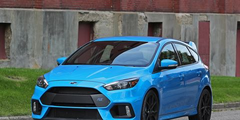 Tire, Motor vehicle, Wheel, Blue, Automotive design, Daytime, Vehicle, Automotive tire, Car, Rim,