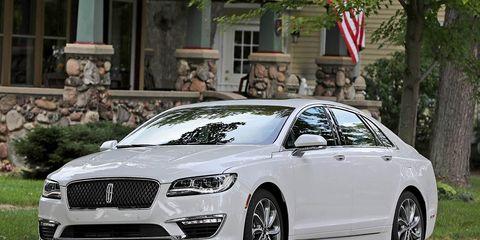 Tire, Wheel, Automotive design, Flag, Vehicle, Alloy wheel, Car, Rim, Grille, Personal luxury car,
