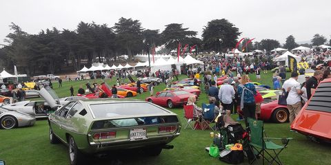 Land vehicle, Vehicle, Car, Classic car, Crowd, Antique car, Classic, Personal luxury car, Luxury vehicle, Parking,