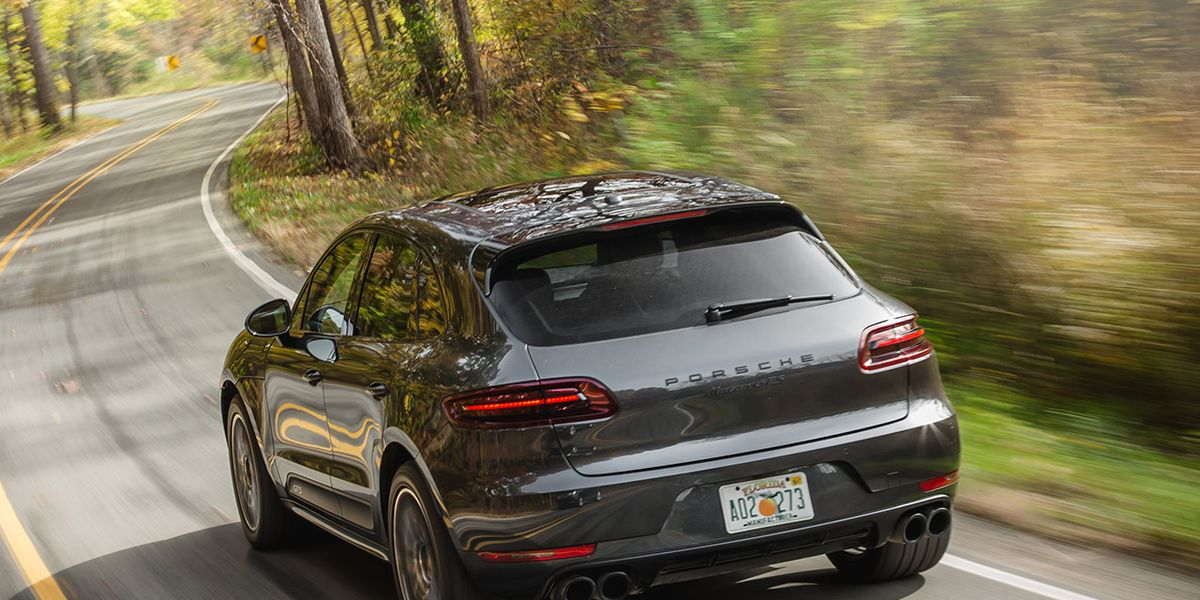 Best Compact Luxury Suv Porsche Macan 2017 10best Trucks And Suvs Car And Driver