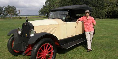 Motor vehicle, Tire, Automotive design, Vehicle, Land vehicle, Photograph, Classic car, Automotive exterior, Car, Classic,
