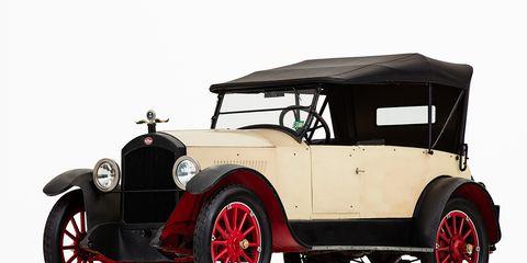 Tire, Motor vehicle, Mode of transport, Automotive design, Vehicle, Transport, Automotive tire, Classic car, Car, Rim,