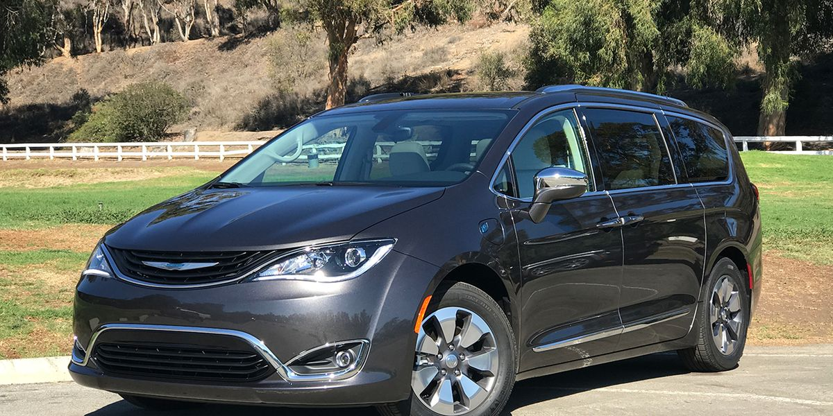 2017 Chrysler Pacifica Hybrid First Drive 8211 Review Car And Driver