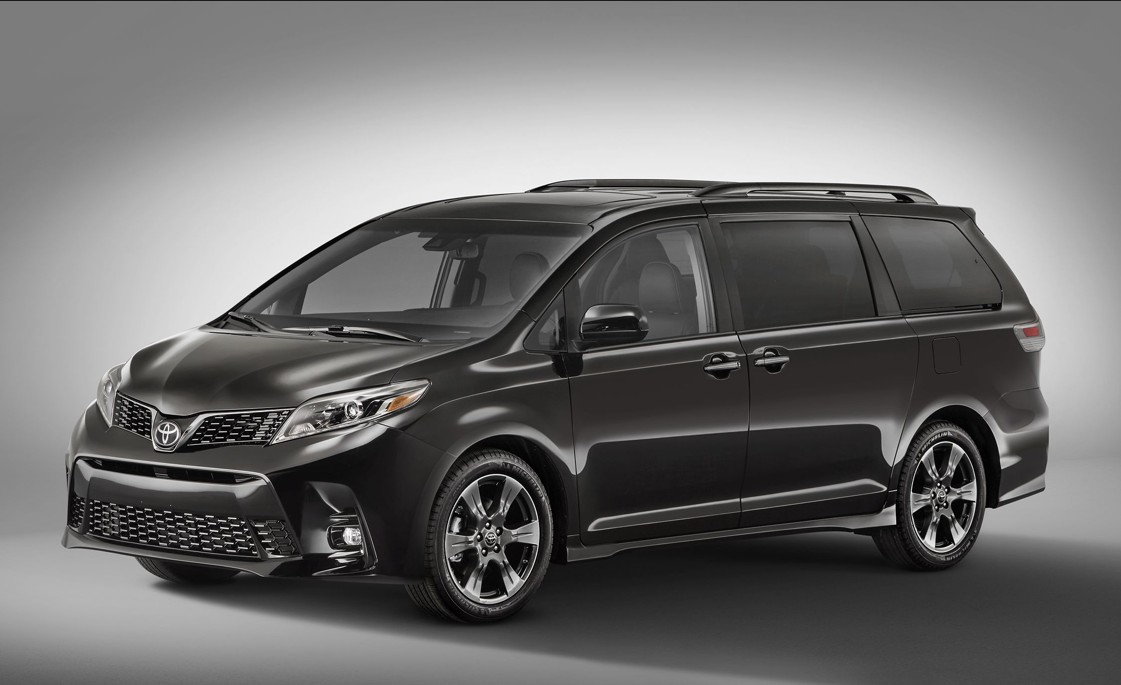 2018 Toyota Sienna Photos And Info News Car And Driver