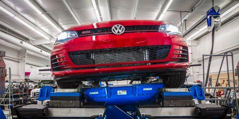 Vehicle, Bumper, Car, Automotive exterior, Volkswagen, Automotive design, Automobile repair shop, Grille, Transport, Auto part,