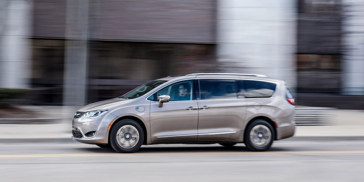 2017 Chrysler Pacifica Hybrid Test Review Car And Driver