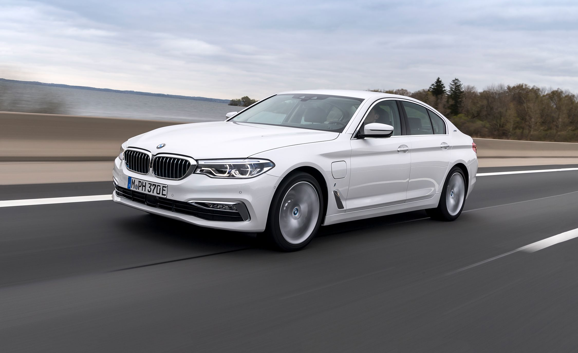 2018 Bmw 530e Plug In Hybrid First Drive Review Car And Driver