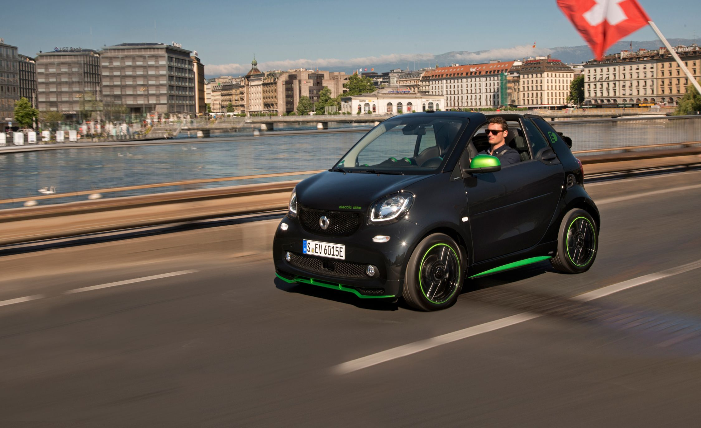 Mercedes Smart Car >> 2018 Smart Fortwo Electric Drive Cabriolet First Drive Review