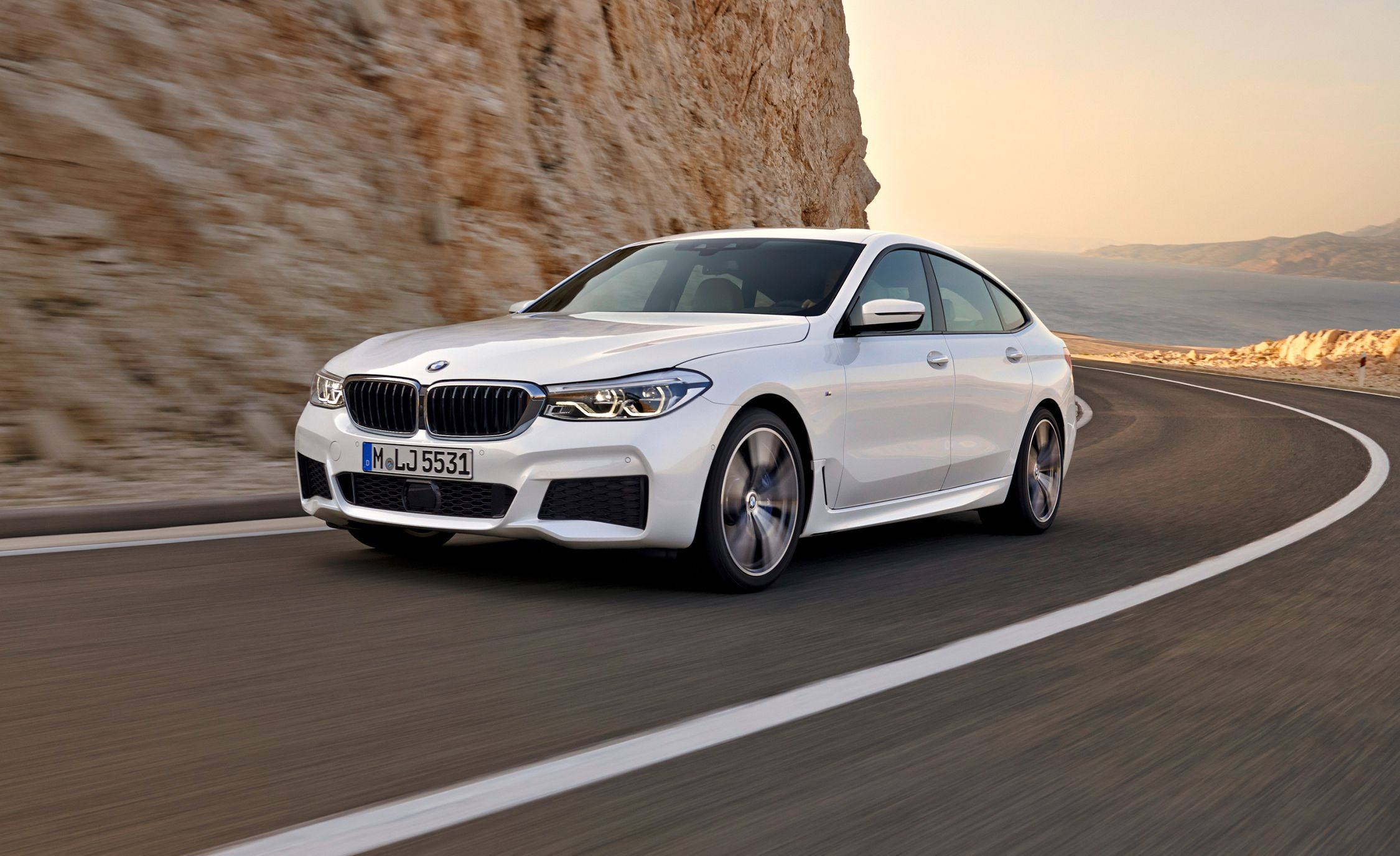 2018 BMW 6-series Gran Turismo Photos and Info | News | Car