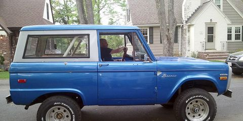 Land vehicle, Vehicle, Car, Motor vehicle, Automotive tire, Sport utility vehicle, Tire, Compact sport utility vehicle, Classic car, Hardtop,