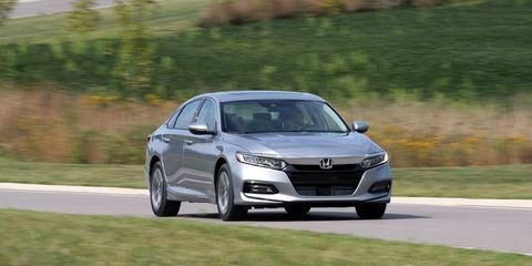 Land vehicle, Vehicle, Car, Automotive design, Mid-size car, Personal luxury car, Luxury vehicle, Sedan, Performance car, Family car,