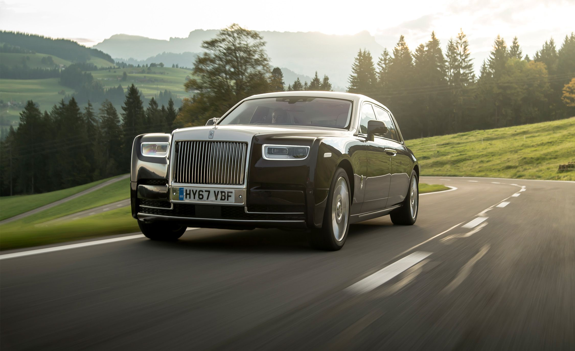 2018 Rolls Royce Phantom Viii First Drive Review Car And Driver
