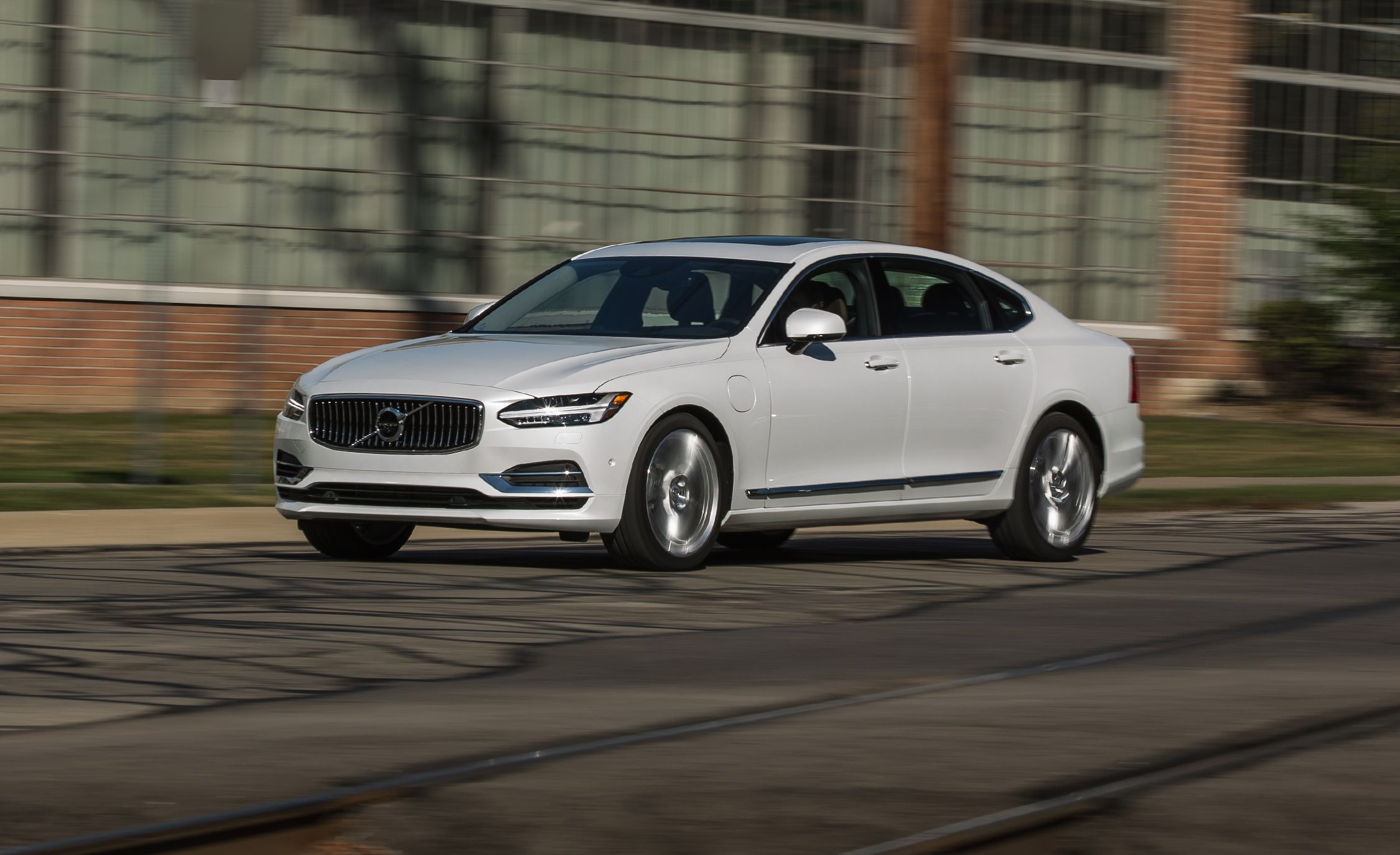 2018 Volvo S90 T8 Awd Plug In Hybrid Test Review Car And Driver