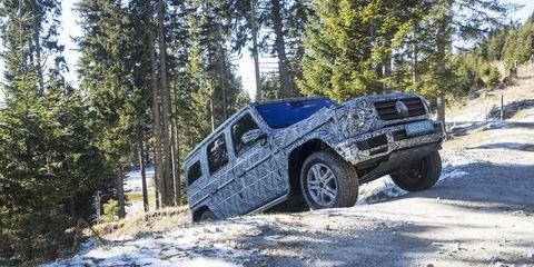 Land vehicle, Vehicle, Car, Automotive tire, Off-roading, Tire, Off-road vehicle, Automotive exterior, Bumper, Automotive wheel system,