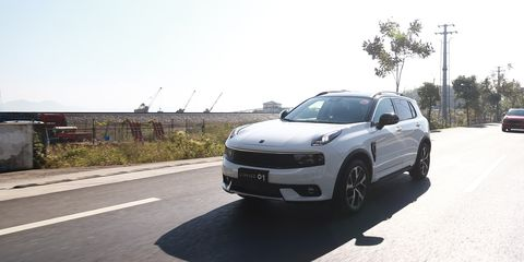 Land vehicle, Vehicle, Car, Sport utility vehicle, Rim, Automotive design, Luxury vehicle, Bumper, Mid-size car, Automotive wheel system,