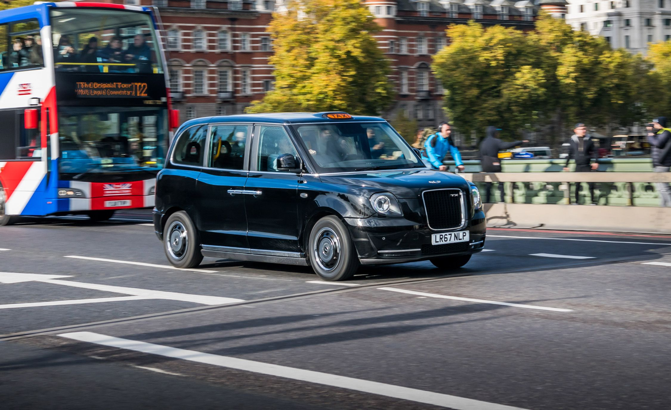 We Drive London's New Electric Taxicab   Review   Car and Driver