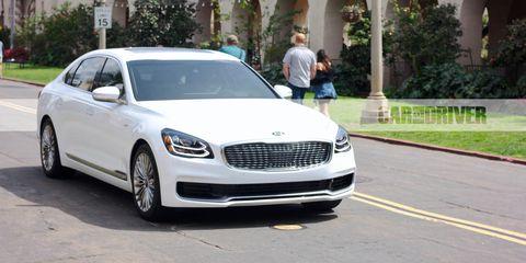 Land vehicle, Vehicle, Car, Luxury vehicle, Automotive design, Motor vehicle, Mid-size car, Personal luxury car, Sedan, Grille,