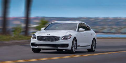 Land vehicle, Vehicle, Car, Luxury vehicle, Automotive design, Personal luxury car, Mid-size car, Performance car, Wheel, Rim,
