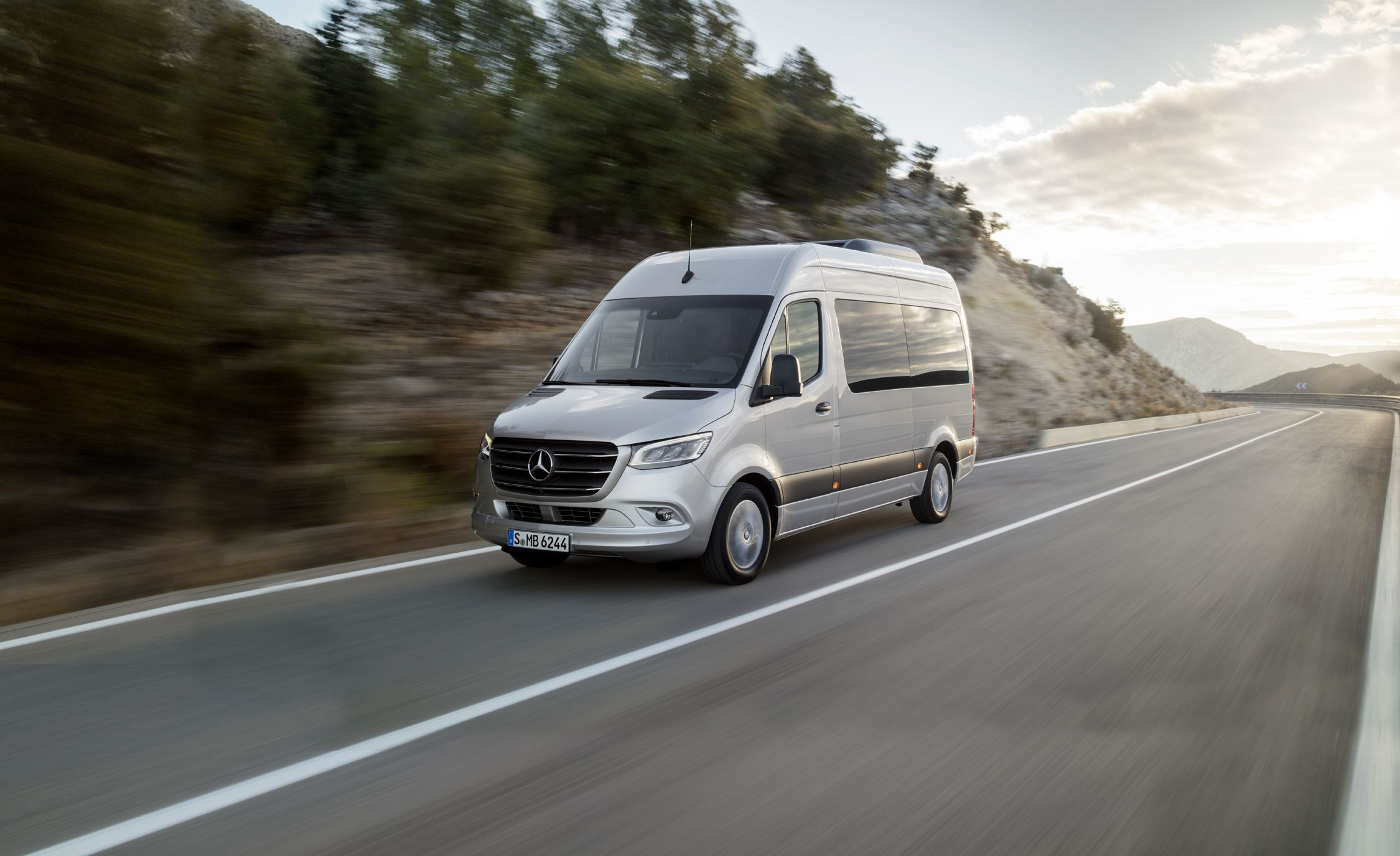 f6dc1174bb 2019 Mercedes-Benz Sprinter Brings Big Tech to the Big Box