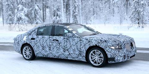 Land vehicle, Vehicle, Car, Luxury vehicle, Automotive design, Personal luxury car, Executive car, Snow, Mid-size car, Full-size car,