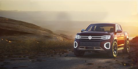 Land vehicle, Vehicle, Car, Automotive design, Mitsubishi pajero, Luxury vehicle, Mitsubishi, Sport utility vehicle, Landscape, Volkswagen amarok,