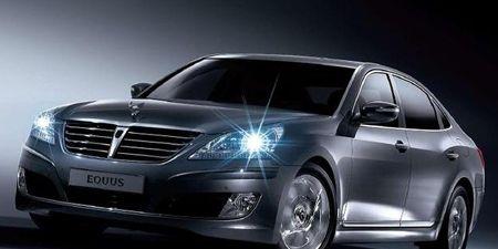 Wheel, Mode of transport, Automotive design, Vehicle, Transport, Land vehicle, Automotive lighting, Grille, Car, Personal luxury car,
