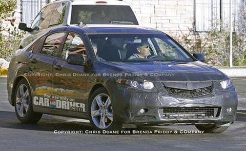 Wheel, Mode of transport, Vehicle, Land vehicle, Car, Automotive mirror, Technology, Alloy wheel, Full-size car, Glass,