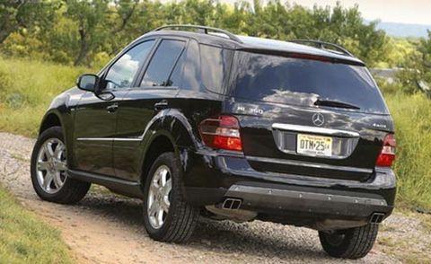 Tire, Wheel, Motor vehicle, Automotive tire, Vehicle, Land vehicle, Automotive tail & brake light, Rim, Car, Automotive exterior,