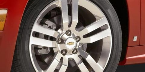 Tire, Wheel, Automotive tire, Alloy wheel, Automotive design, Automotive wheel system, Spoke, Rim, Synthetic rubber, Tread,