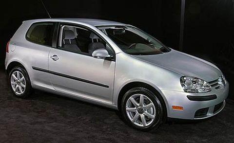 Motor vehicle, Tire, Wheel, Automotive design, Vehicle, Land vehicle, Alloy wheel, Rim, Glass, Car,