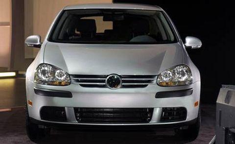 Motor vehicle, Automotive design, Daytime, Vehicle, Headlamp, Automotive lighting, Car, Hood, Glass, Automotive exterior,