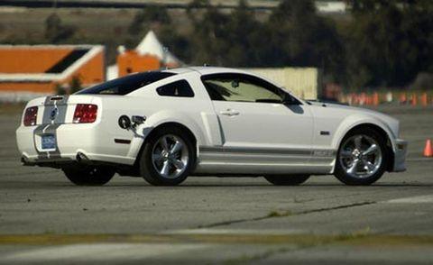 Tire, Wheel, Motor vehicle, Automotive design, Transport, Vehicle, Infrastructure, Rim, Automotive tire, Car,
