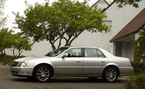 Tire, Wheel, Mode of transport, Vehicle, Transport, Window, Automotive parking light, Land vehicle, Rim, Car,