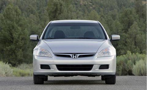 Tire, Automotive mirror, Automotive design, Daytime, Vehicle, Glass, Headlamp, Hood, Automotive parking light, Windscreen wiper,