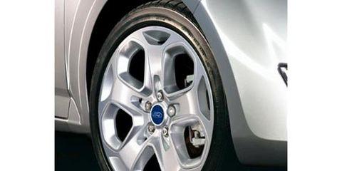 Wheel, Tire, Alloy wheel, Automotive design, Automotive tire, Automotive wheel system, Spoke, Automotive exterior, Rim, Fender,